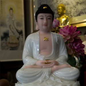 Tượng Phật Bổn Sư bằng đá