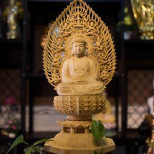 Tượng Phật Bổn Sư Thích Ca Bằng Gỗ