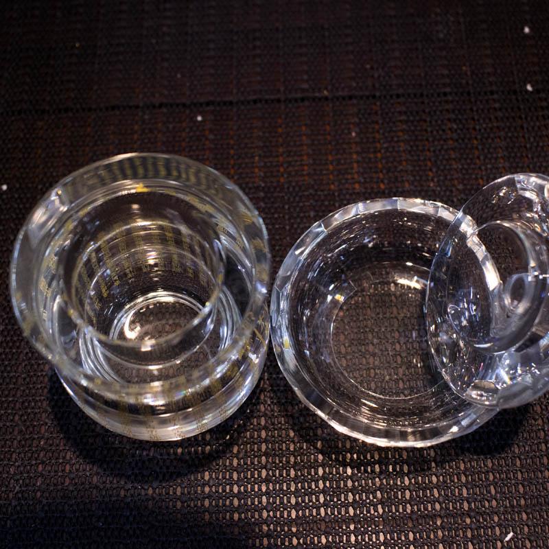 cốc nước cúng phật
