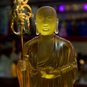 Tượng Địa Tạng Bồ Tát bằng Lưu Ly
