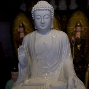 Tượng Phật A Di Đà Bằng Men Sứ Trắng