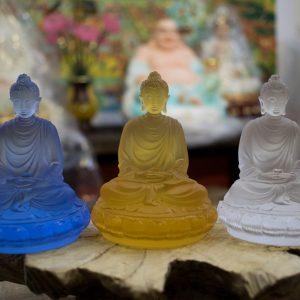 tượng Phật Thích Ca để xe