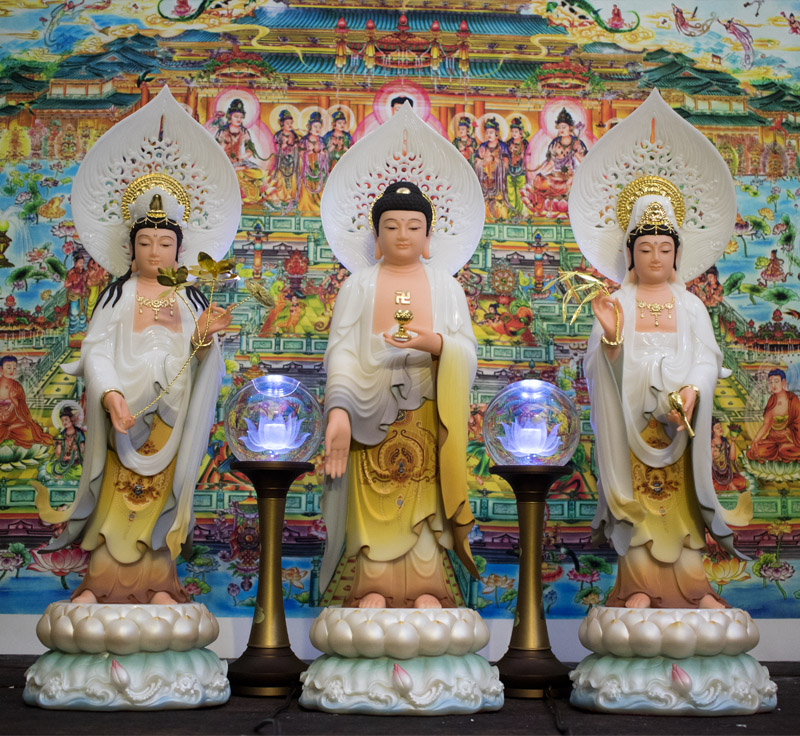 Tam Thế Phật đứng